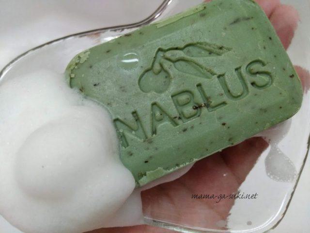 ナーブルスソープのタイム石鹸と泡